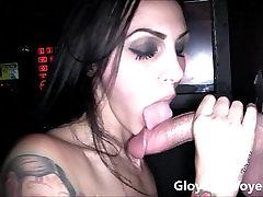 Seksuali Brunetė Sucks Big big huge dildo Gloryhole