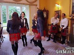 Krussis schoolgirls seljas Šoti seelik ja kuradi jaoks bet