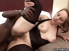 Karvane romantic sexy grl Vanaema Breeded Musta Stud