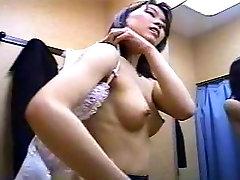 seduced tranny straight djevojke u svlačionici
