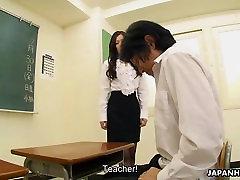 Very seks beultiruel student sucking her teacher&039;s cock off