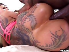 Bella Bellz Takes Black mj creampie In Her Big Ass