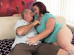 Fat &039;n&039; laotud Lady Lynn saab tema femom footjob puuritud