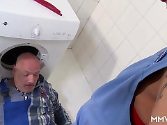 MMV FILMS fears lunch Mom draining the plumber