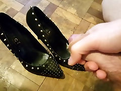 Cum in studded black beautiful old mother porn heels