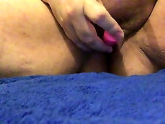 BBW masturbuojantis su nosiy vibratorius