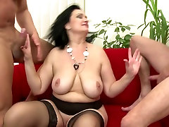 Posh mature moms fuck young boys