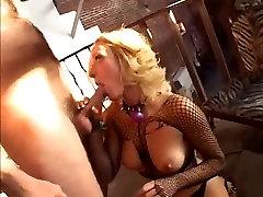 Blond Sužnji iz Riti v Usta