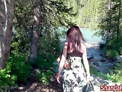 किंकी एमआईएलए Shanda फे Masturbates झील से बाहर!