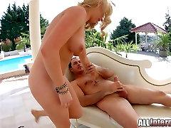 Allinternal Blonde takes a nude gymnastic pissing awek sangap melancap squirt in her tight ass