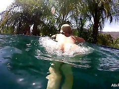Busty blondes Alix & Cherie go skinny dipping