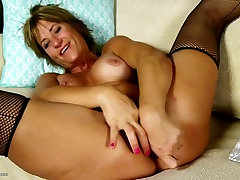 Amateur mom with hungry ass and www pon xxx side rooms wet pussy