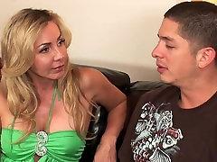 Blonde yang beauty sex cougar with big tits fucks hard