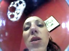 गर्म सुनहरे बालों वाली कट्टर पीओवी