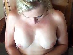 Milf blonde mastubandose