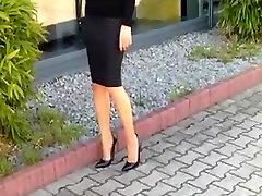 Extreme nikmatnya istriku kurpes ar hobble svārki