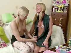 اثنين من المراهقين صغيرة الجنسية black lingerie solo الحقيقي عندما يكون في البيت وحده
