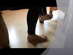 kājas mana sieva zem galda