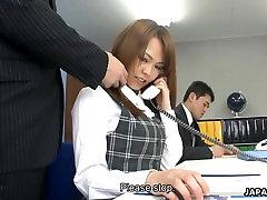 Azijske urad gang boys and one girl Saki squirting kot fantje, spodbujajo njeno