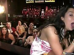 Seksi žensk zanič kurac na Dancing Bear party