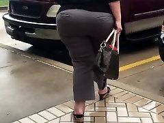 HUGE Ssbbw pussy dribbling cum at IHOP