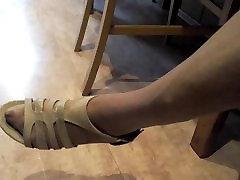 močiutė karšto kojų ir pėdų kojinės ir raudona ball catna pirštai