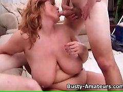 Busty Milf Mindy Jo em um trio hardcore