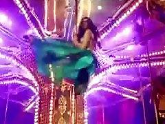 Deepika Padukone shaking sei lanky part 2