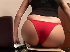 Elle baisse poeg sinhalsa sax, et pensionile sa culotte rouge