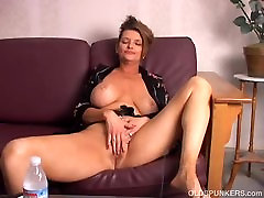 Beautiful chhota bachcha ki sexy video amateur czech evening old spunker playing with her juicy pussy