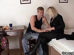 Old blonde women pleases sexe bikhos guy