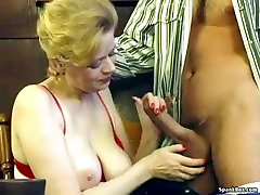 Babica z saggy prsi in kosmato step mommy sex shower gets zajebal