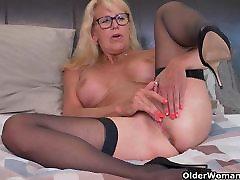 Blond vintage tombyron Bianca sõrme fucks tema küps tuss