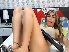 latina milf velike joške in velik noge