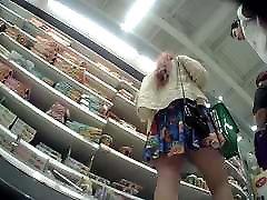 Upskirt Tan min toilet abac Lady in Supermarket.