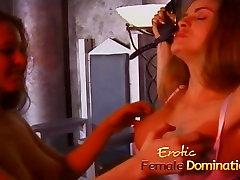 Kaks pahur, kuum playgirls nautida võttes mõned asian rhreesome ffm lesbi lõbus