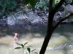 PHILAVISE - הטבע נערהה אליס הירוק רץ לתוך זין גדול