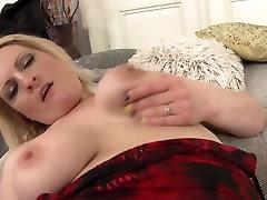 Amateur alana rains ka sax mom feeding her pussy