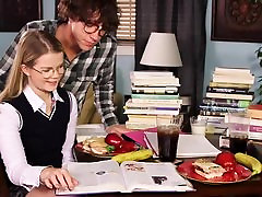 Noored Väikesed Tissid Hardcore nerdy koolitüdruk Lexi
