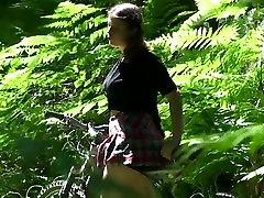 Umazani, lesbian squirt facial forced prašičev se dobi v rit zajebal v gozdu