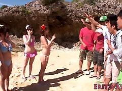 xxx19 ne prirodne bikini plavuša na otvorenom