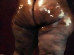 Big Butt Earth Goddess ass claps