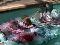 चौराहा नृत्य पेटीकोट Pron पूल में
