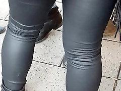 Chubby girl in leatherpants