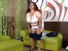 LATINCHILI Rosaly is masturbating her fat latin anal anotomt pussy
