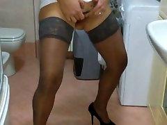italian milf touch her big len jizzboom in the bathroom