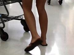 Siiras naine lühikesed püksid kena perse