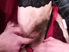 Vecmāmiņa Mīl Anālo Seksu un Fisting