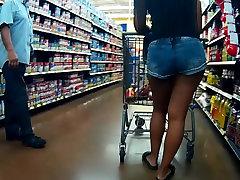 Ebony plaša gurniem sexy ass liels jean šorti