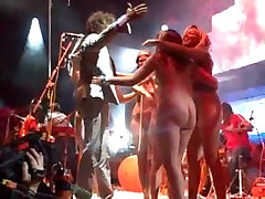 many girls public & flashing humping plush on pop concert stage